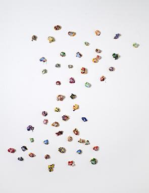 3, sugar, 2020, Acryl, Wachs auf PU-Schaum, 50-teilig, ca. 140 cm x 120 cm
